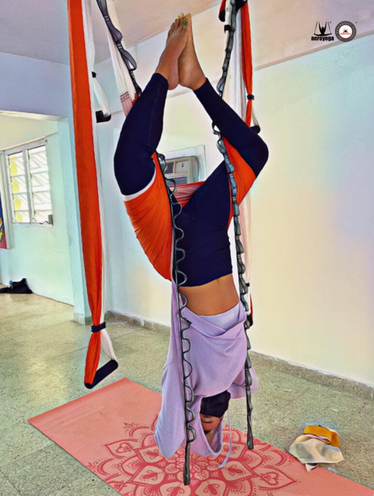 sirsasana yoga aéreo