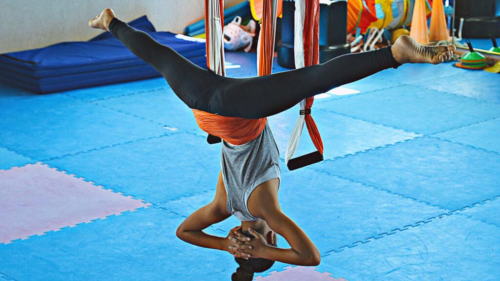 yoga aéreo niños